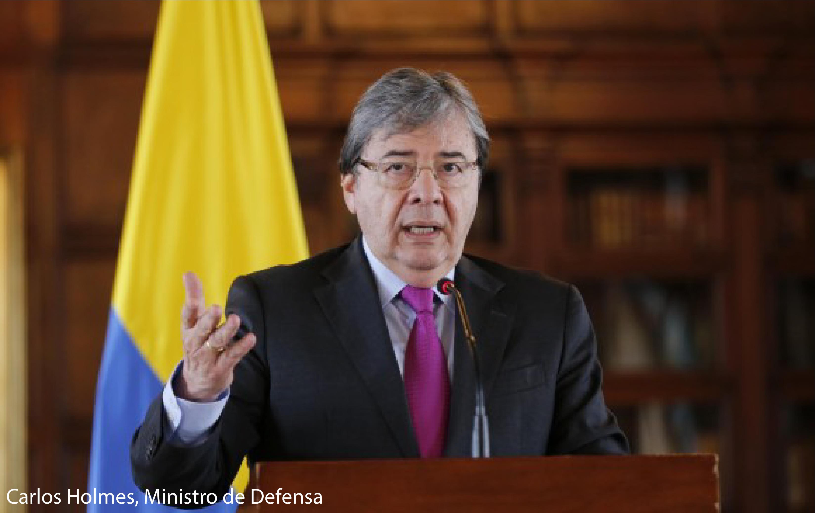 MINISTRO DE DEFENSA CARLOS HOLMES