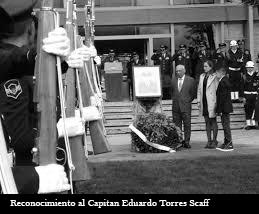 FOTO CAPITAN EDUARDO TORRES SCAFF EN BLANCO Y NEGRO