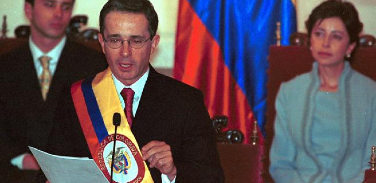 El plan de Álvaro Uribe para mantenerse en el poder | Agencia de ...