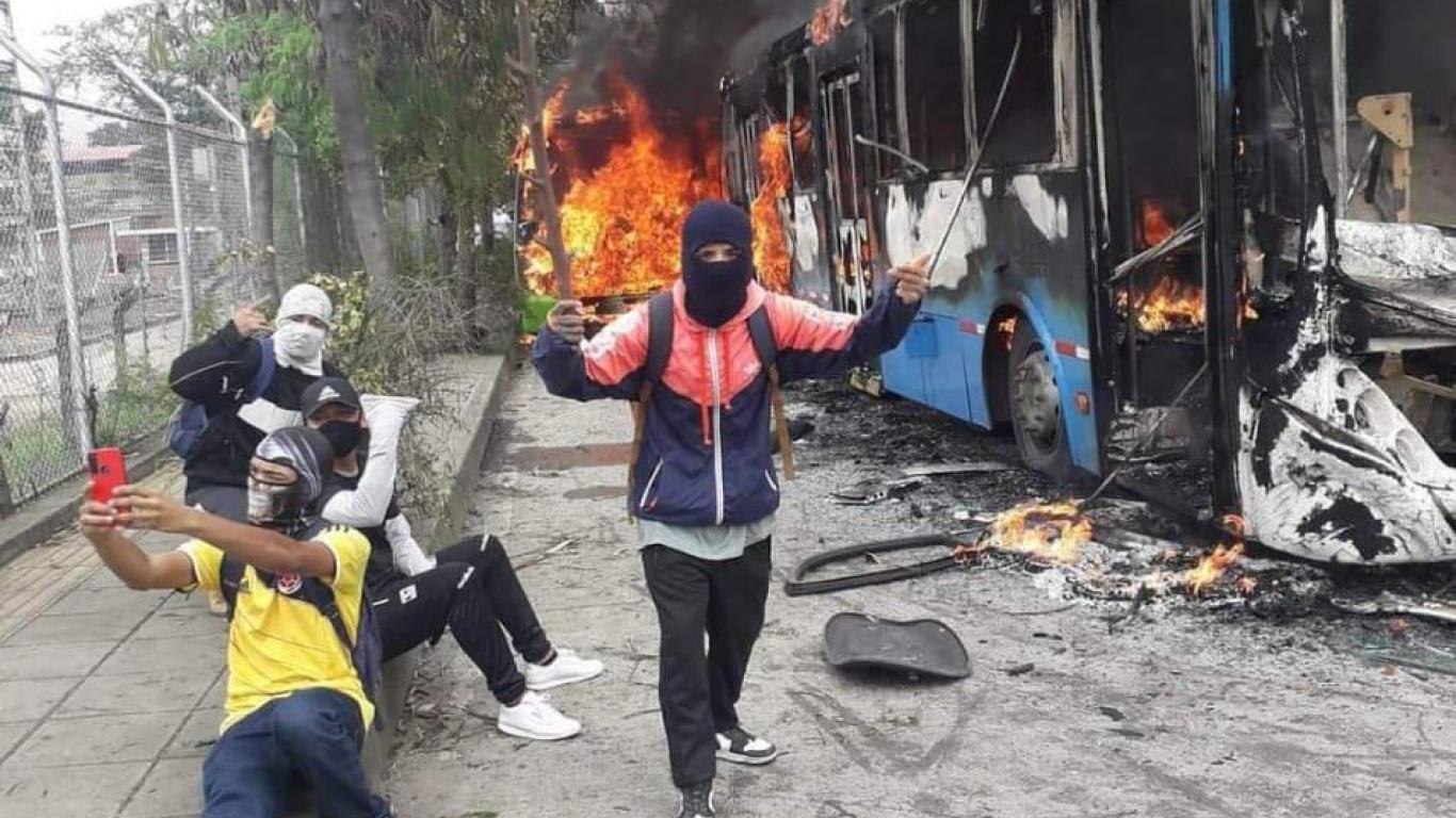 La policía de Cali confirmó que la persona fallecida no fue en medio de la protesta | Agenciapi.co